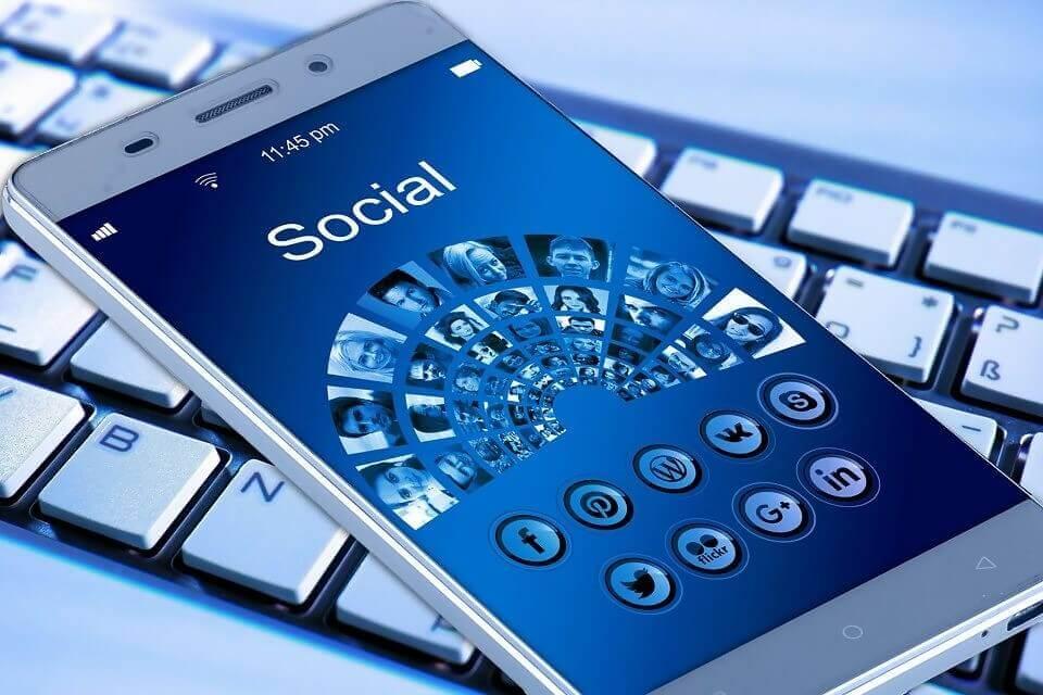 Wie kann man seine E-Mail-Liste durch Social Media erweitern?